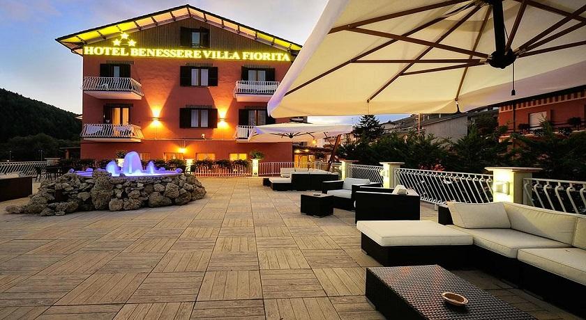 Hotel con piscina coperta e benessere villa fiorita - Hotel con piscina coperta per bambini ...