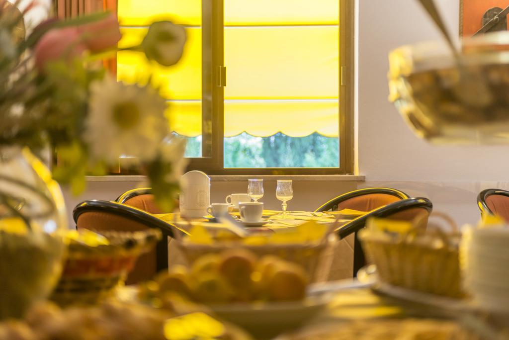 hotel con piscina e ristorante Magione