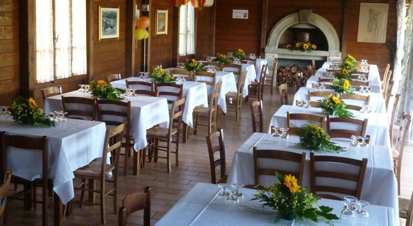 Agriturismo con ristorante e piscina in alta valle del tevere