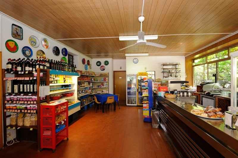 bar-market-camping-umbria-bar005