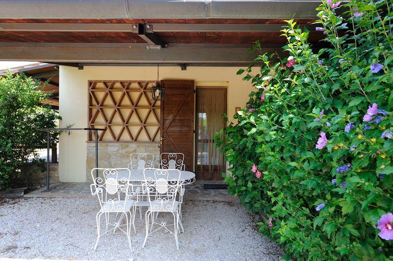 casa vacanze con piscina giardino e barbecue bevagna